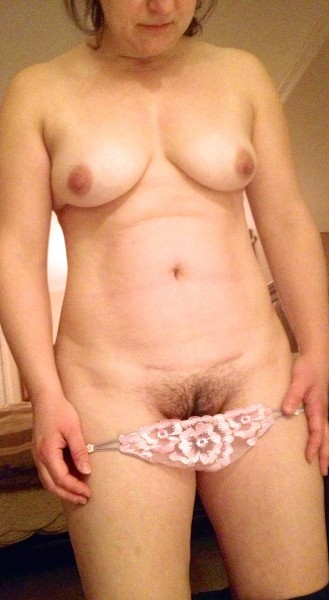 Naken pojke och naken flicka har sex